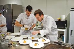 Помощь повару в приготовлении блюд - функциональная обязанность кухонного работника
